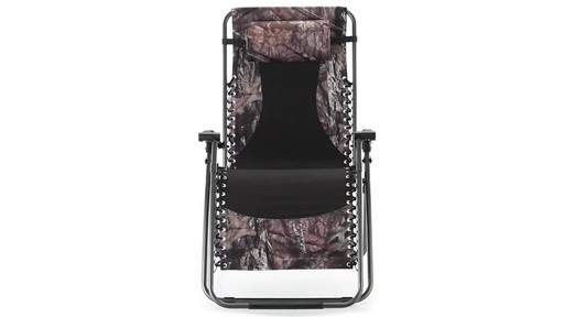 Guide Gear Oversized Mossy Oak Break-Up COUNTRY Zero-Gravity Chair 500 lb. 360 View - image 2 from the video