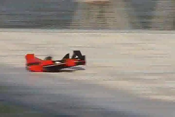 Radio - controlled Hydro - fly Boat / Plane - image 10 from the video