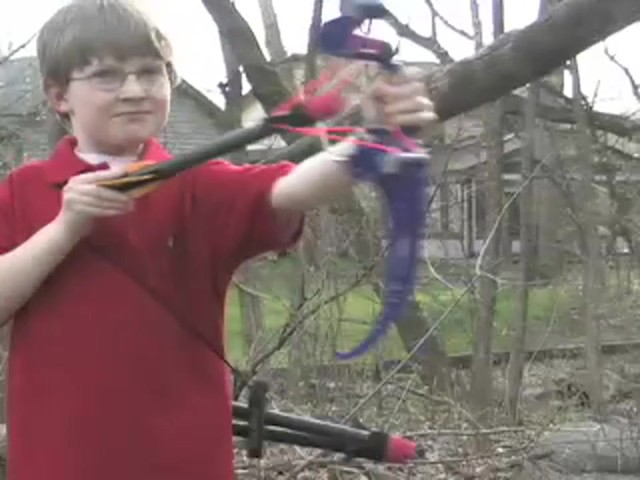 Surefire™ Compound Bow X2™ with 3 Arrows and Quiver  - image 2 from the video