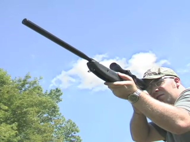 Venom Nitro - Piston™ .177 - cal. Air Rifle with 4x32 mm Scope - image 2 from the video