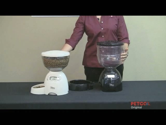 Petmate Le Bistro Portion Control Automatic Feeder - image 10 from the video
