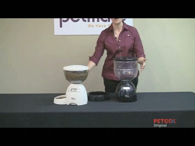 Petmate Le Bistro Portion Control Automatic Feeder - image 9 from the video