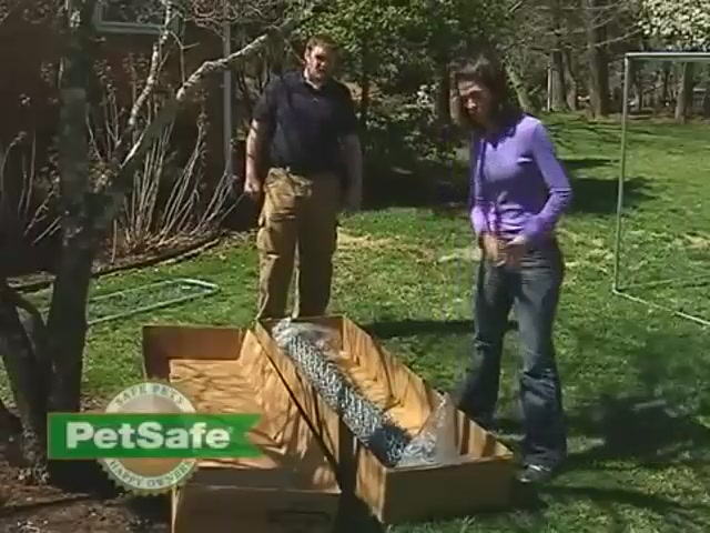 PetSafe Chain Link Dog Kennel - image 6 from the video