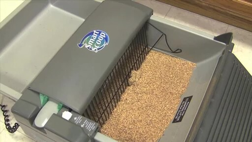 SmartScoop Self-Scooping Cat Litter Box - image 4 from the video